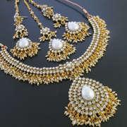 Designer Jewellery (N489088)