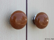 Brown medium knobs - Indianshelf